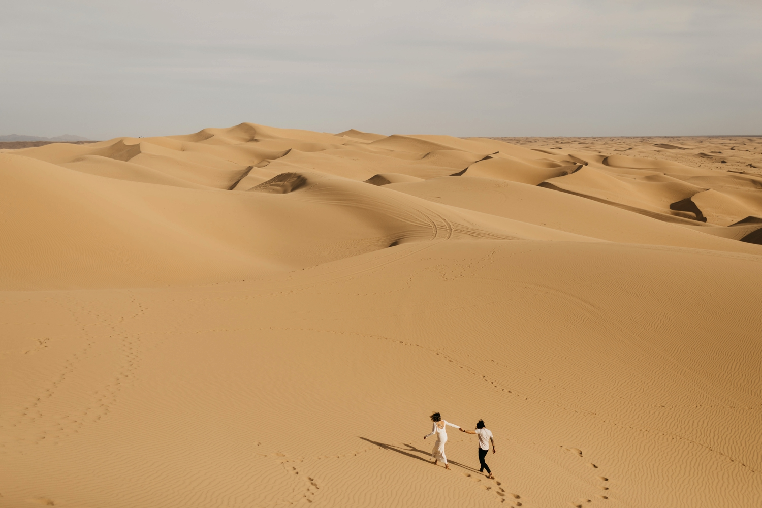 engagement shoot in sand dunes